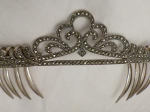 Corona de Plata de Ley y marquesitas