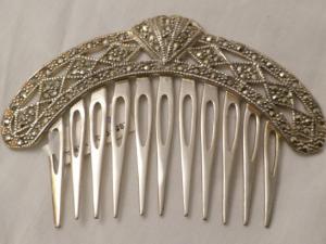 Peineta de plata de Ley con marquesitas.